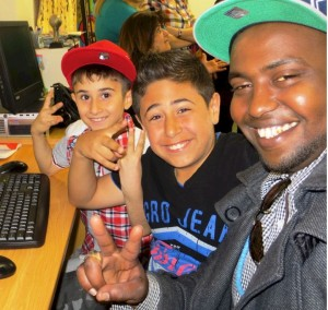 Yusef Abdullahi, CiH tutor, with children in the programme at the Refugee Youth Action Network Centre in Auckland.