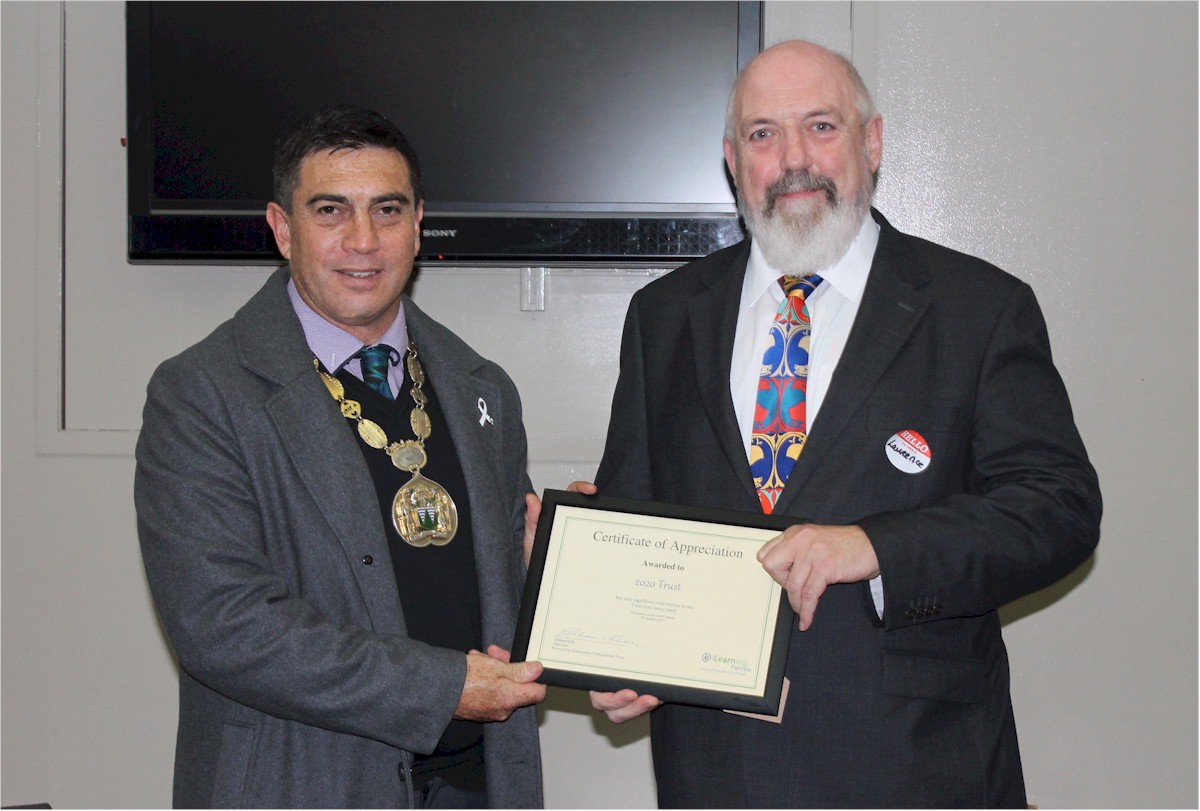Laurence Millar receiving the certificate from Mayor of Porirua Mike Tana